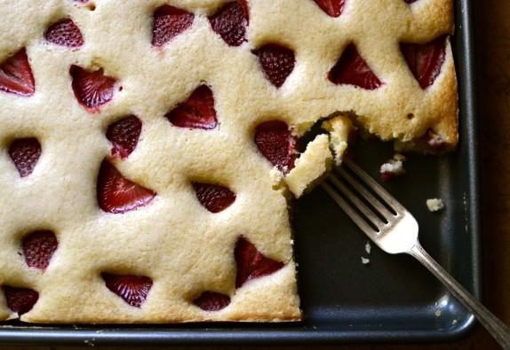 Recipe: Easy strawberry sheet cake