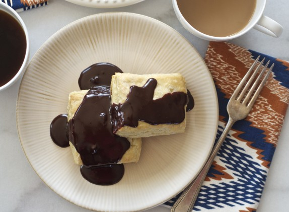 Recipe: Sour cream biscuits with salted chocolate gravy